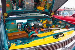 一辆经典汽车的内在工作如被看见在ocala的一个展示 图库摄影