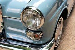 一辆经典汽车,葡萄酒,车灯的图象 图库摄影