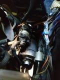 一辆老俄国汽车的起始者在坏技术情况的,需要被修理 库存照片