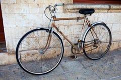 一辆老推挤自行车 库存图片