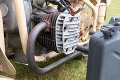 一辆老摩托车的引擎的细节 库存照片