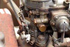 一辆老汽车的气化器的细节 库存图片
