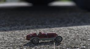 一辆老汽车的玩具模型 库存图片