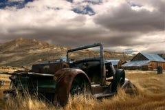 在Bodie的被放弃的汽车 免版税库存照片