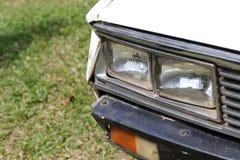 一辆老汽车的破裂和削皮油漆 免版税图库摄影