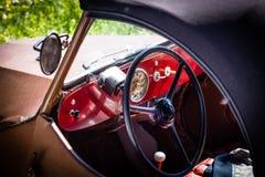 一辆老汽车的Interiour 免版税库存图片