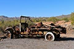一辆老生锈的卡车的框架 免版税库存图片