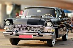 一辆老葡萄酒黑色汽车的前面零件 免版税图库摄影