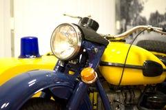 一辆老警察摩托车在军用设备博物馆  戈梅利 免版税库存图片