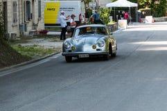 一辆老赛车的保时捷356 A 1500 GS CARRERA 1956年在集会Mille Miglia 2017年 免版税库存照片