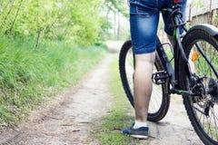 一辆自行车的人就象 免版税库存图片