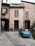 一辆蓝色老葡萄酒汽车在斯佩洛 库存图片