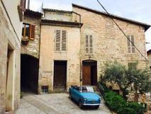 一辆蓝色老葡萄酒汽车在斯佩洛 库存照片