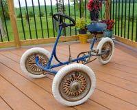 一辆被再磨光的古板的自行车 免版税库存图片