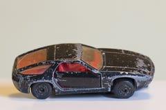 一辆被打击的黑玩具汽车 库存照片