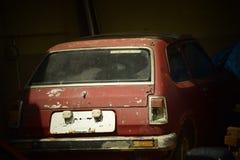 一辆被放弃的葡萄酒汽车在印度 库存图片