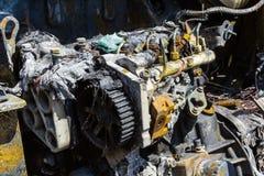 一辆被烧的汽车的引擎 免版税库存照片