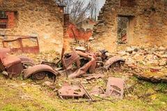 一辆被烧的汽车的遗骸在状态保持 免版税图库摄影