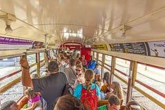 一辆路面电车的乘客在新奥尔良 库存图片