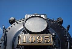 一辆退休的蒸汽机车的灯和车号牌 免版税库存图片