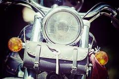 一辆经典摩托车的正面图在葡萄酒口气的 库存图片