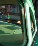 一辆经典汽车的草裙舞女舞伴,美国 免版税库存图片