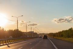 从一辆移动的汽车的看法在日落 库存图片