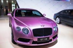 一辆紫色本特利汽车 免版税图库摄影