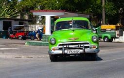 一辆绿色经典汽车古巴 免版税图库摄影