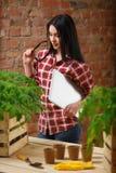 一迷人年轻女性从事园艺的画象 库存照片