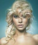 一逗人喜爱的blondie的纵向 库存图片
