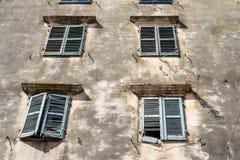 一部分的一个老门面古老欧洲房子 免版税库存图片