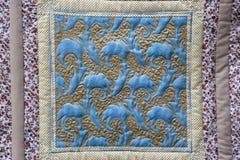 一部分的一条五颜六色的毯子 库存照片