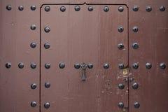 一部分的与金属的老木门锁 免版税库存照片