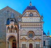 一部分的从圣玛丽亚Maggiore,贝加莫, I大教堂的门面  免版税库存图片