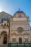 一部分的从圣玛丽亚Maggiore,贝加莫, I大教堂的门面  免版税库存照片
