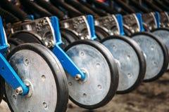 一部分的农业播种机机械,种田的重型车辆 库存图片