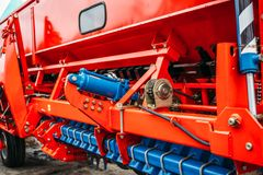 一部分的农业播种机机械,耕种的重型车辆 免版税库存图片