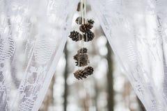 一部分的冬天婚礼曲拱 库存图片