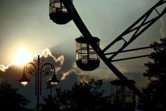 一部分的反对晚上天空的弗累斯大转轮 库存图片