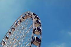 一部分的反对蓝天的弗累斯大转轮 免版税图库摄影