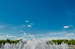 一部分的喷泉和天空 免版税库存照片