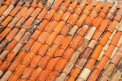 一部分的在房屋建设的屋顶的瓦片,特写镜头 图库摄影
