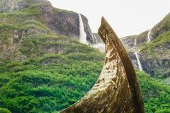 一部分的在挪威自然的老木北欧海盗小船 库存图片