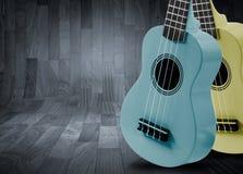 一部分的在灰色木背景的一把声学吉他 免版税图库摄影