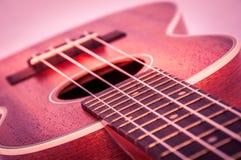 一部分的在灰色背景的一把声学吉他 免版税库存照片