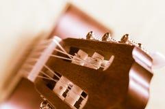 一部分的在灰色背景的一把声学吉他 图库摄影