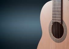 一部分的在黑背景的一把蓝色声学吉他 库存图片
