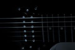 一部分的在黑背景的电吉他 写的一个地方文本 免版税图库摄影