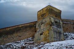 一部分的墙壁和Rasnov堡垒的塔 免版税库存照片